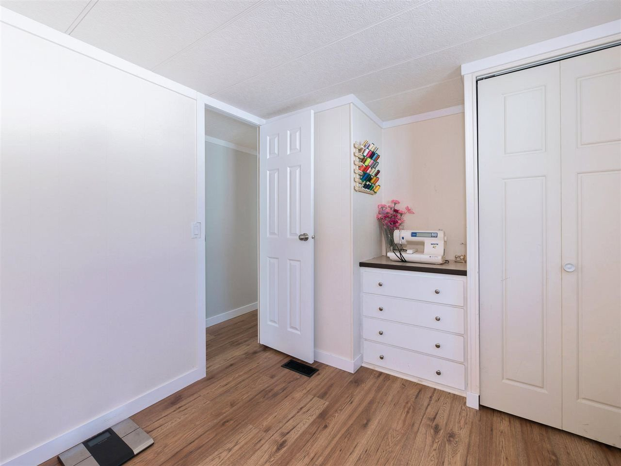 "Photo 11: Photos: 32 12868 229 Street in Maple Ridge: East Central Manufactured Home for sale in ""Alouette Retirement Village"" : MLS®# R2294039"