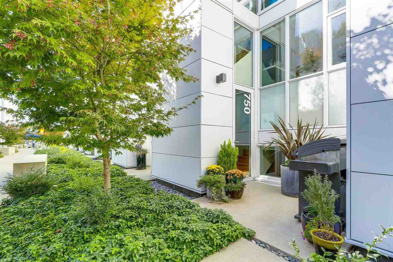 "Main Photo: 750 W 6TH Avenue in Vancouver: Fairview VW Townhouse for sale in ""SIXTH + STEEL"" (Vancouver West)  : MLS®# R2313387"