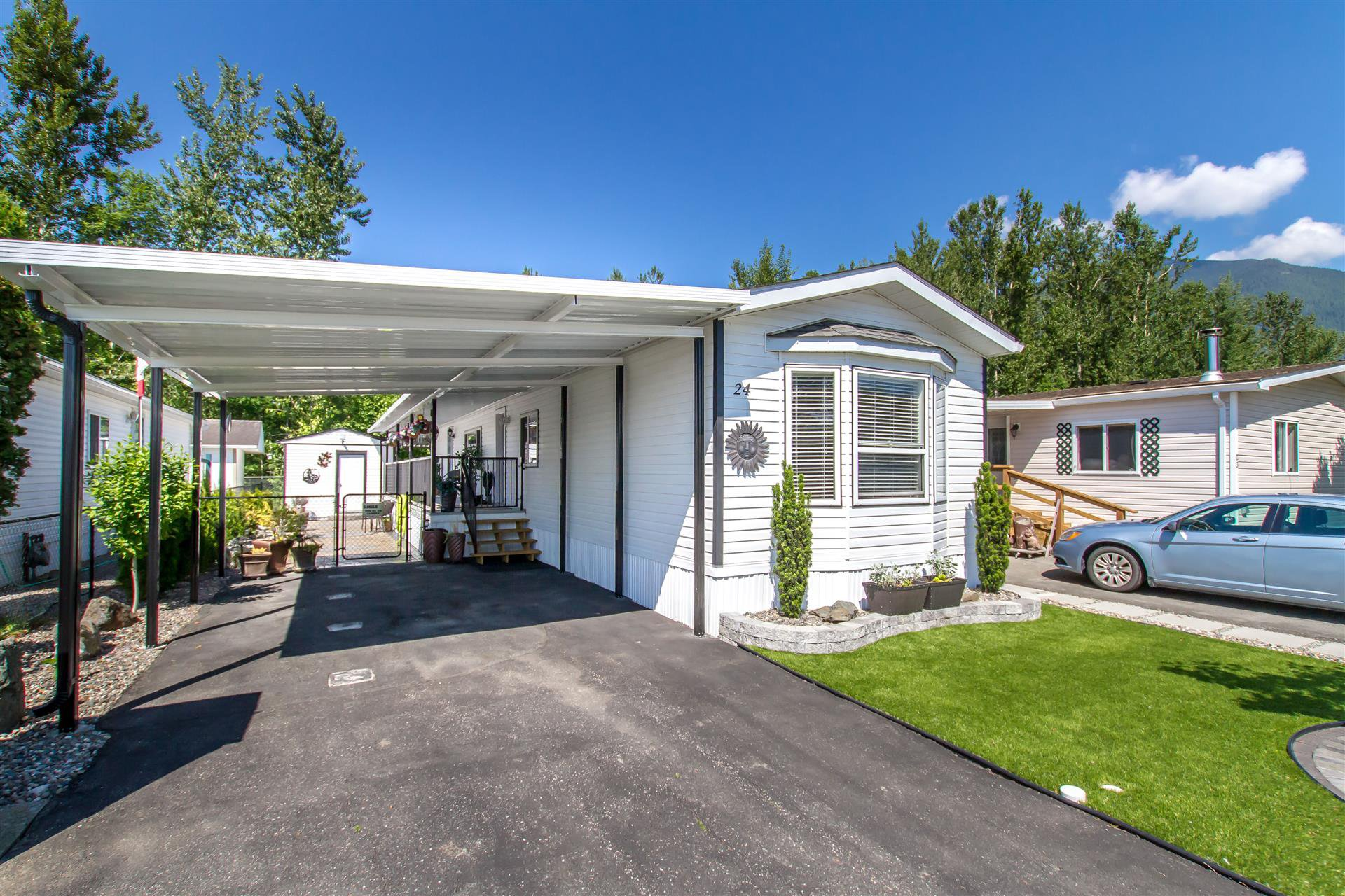 "Main Photo: 24 41168 LOUGHEED Highway in Mission: Dewdney Deroche Manufactured Home for sale in ""OASIS COUNTRY ESTATES"" : MLS®# R2373080"