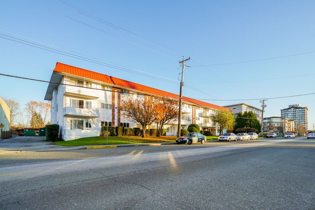 """Main Photo: 107 12096 222 Street in Maple Ridge: West Central Condo for sale in """"CANUCK PLAZA"""" : MLS®# R2386177"""