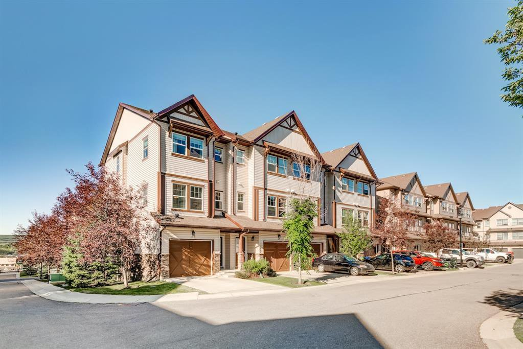 Main Photo: 117 28 HERITAGE Drive: Cochrane Row/Townhouse for sale : MLS®# A1021705