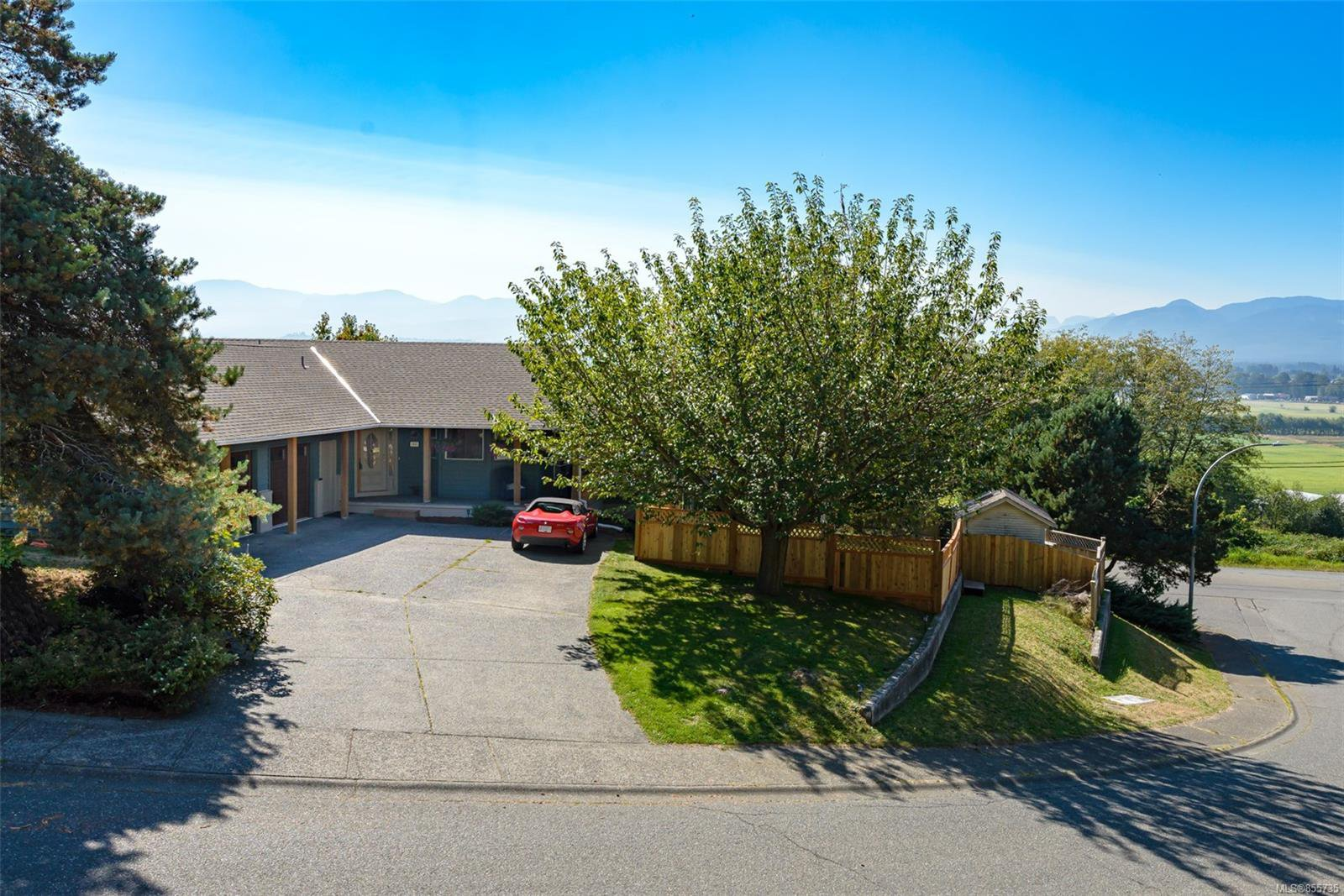 Main Photo: 1401 Valley View Dr in : CV Courtenay East Single Family Detached for sale (Comox Valley)  : MLS®# 855735