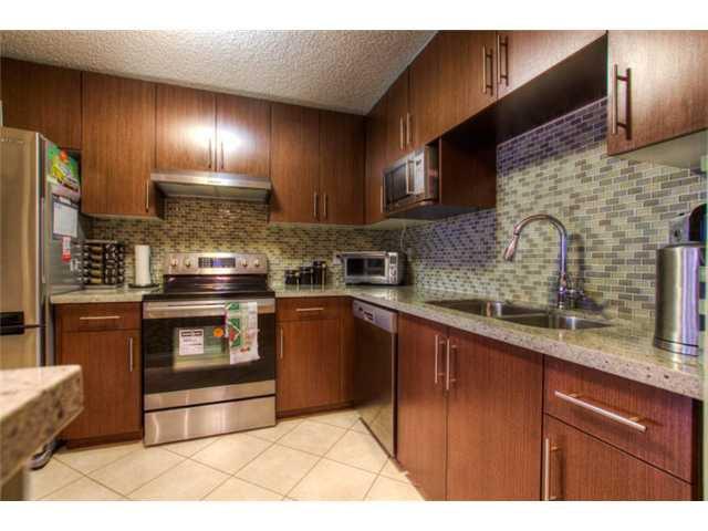 Photo 5: Photos: # 412 6611 MINORU BV in Richmond: Brighouse Condo for sale : MLS®# V997225
