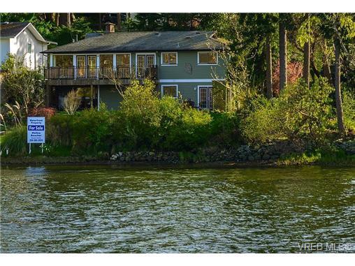 Main Photo: 944 Rankin Road in VICTORIA: Es Kinsmen Park Residential for sale (Esquimalt)  : MLS®# 325600