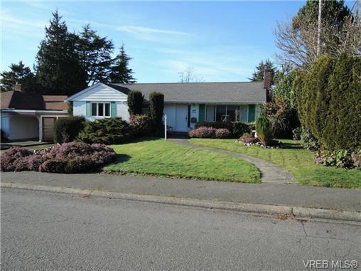 Main Photo: 2988 Eastdowne Rd in VICTORIA: OB Henderson House for sale (Oak Bay)  : MLS®# 689873