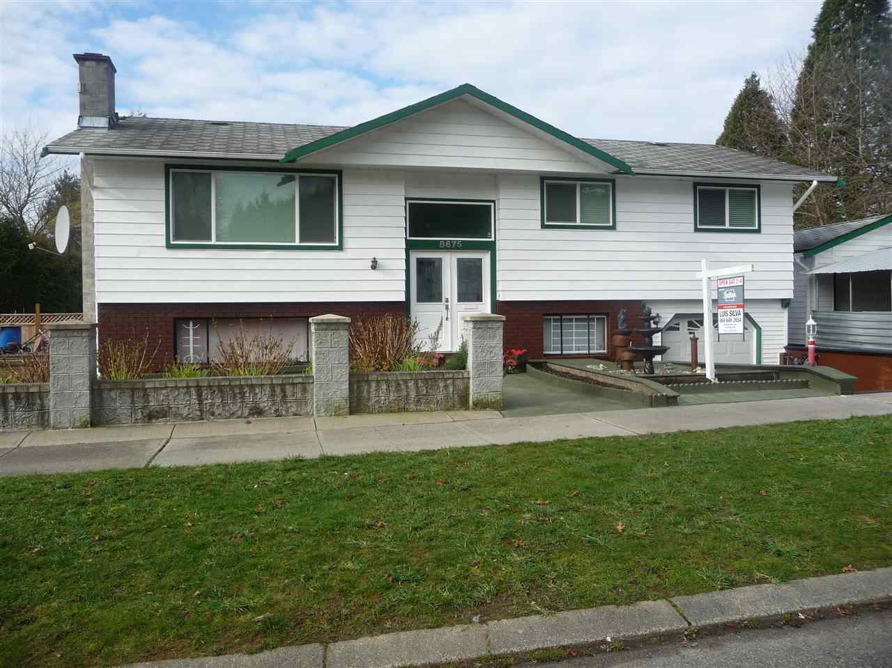 Photo 2: Photos: 8675 151B Street in Surrey: Bear Creek Green Timbers House for sale : MLS®# R2036956