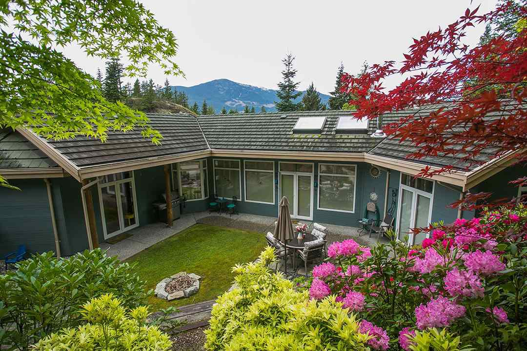 "Main Photo: 159 STONEGATE Drive in West Vancouver: Furry Creek House for sale in ""BENCHLANDS"" : MLS®# R2069464"