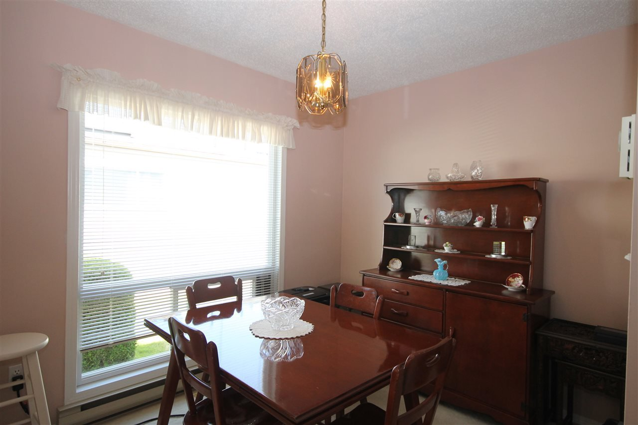 """Photo 7: Photos: 24 2345 CRANLEY Drive in Surrey: King George Corridor Manufactured Home for sale in """"La Mesa"""" (South Surrey White Rock)  : MLS®# R2175756"""