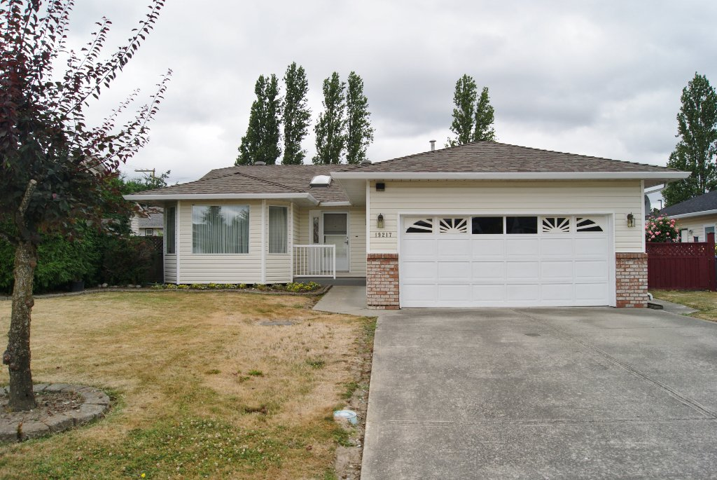 Main Photo: 19217 59A Avenue in Surrey: Cloverdale BC House for sale (Cloverdale)  : MLS®# R2294637
