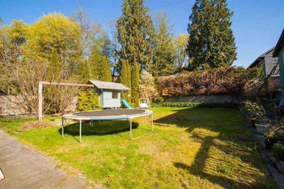 "Photo 4: Photos: 301 N DOLLARTON Highway in North Vancouver: Dollarton House for sale in ""DOLLARTON"" : MLS®# R2308874"