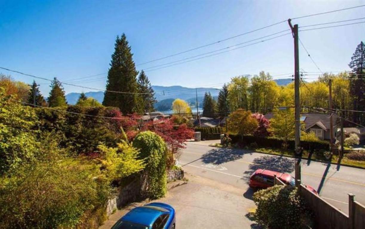 "Photo 8: Photos: 301 N DOLLARTON Highway in North Vancouver: Dollarton House for sale in ""DOLLARTON"" : MLS®# R2308874"
