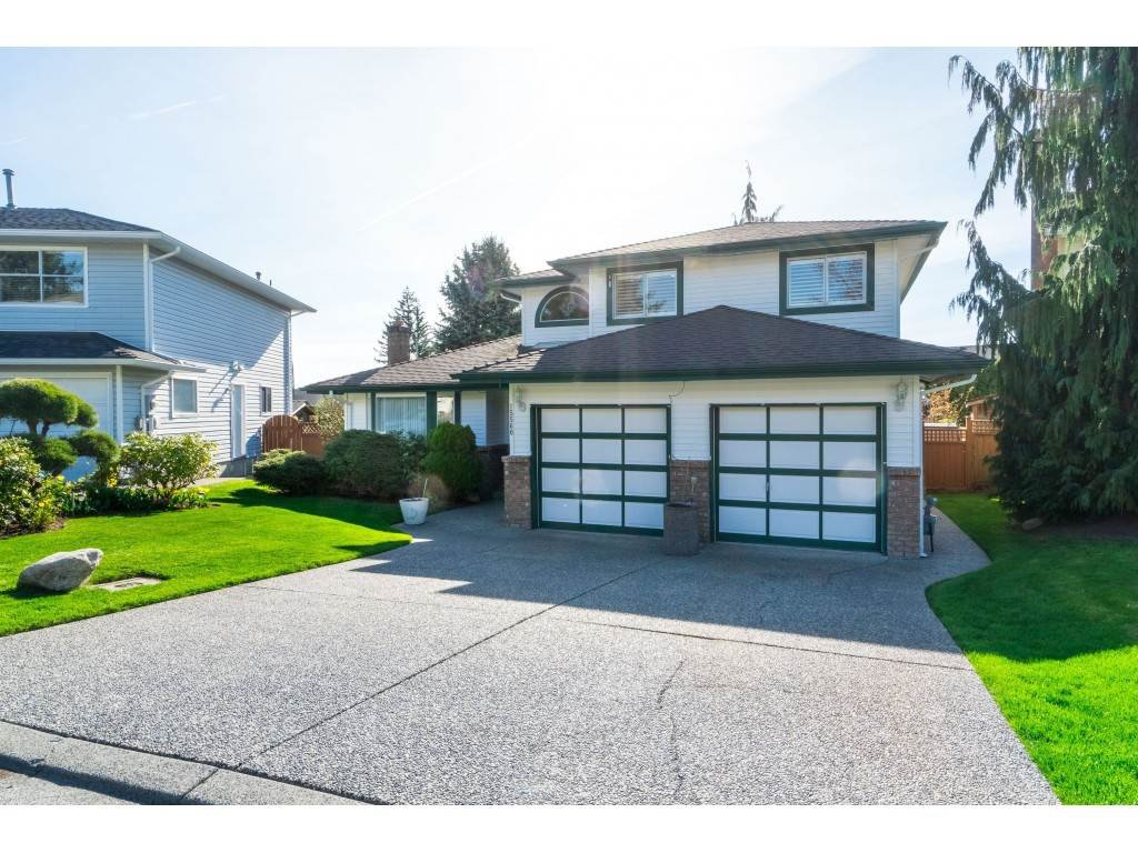 "Main Photo: 15560 VISTA Drive: White Rock House for sale in ""Vista Hills"" (South Surrey White Rock)  : MLS®# R2354423"