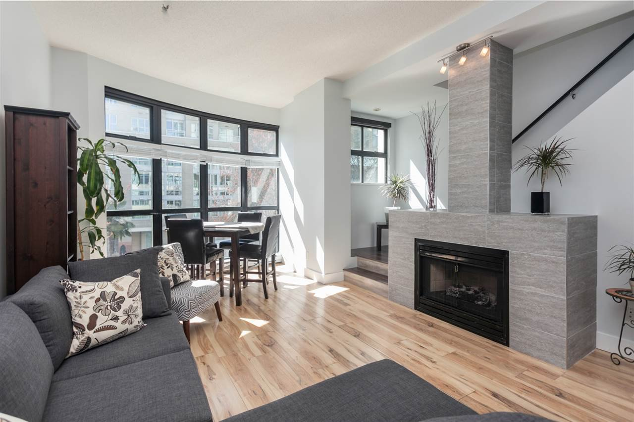 "Main Photo: 903 BEACH Avenue in Vancouver: Yaletown Townhouse for sale in ""Coral Court"" (Vancouver West)  : MLS®# R2359028"