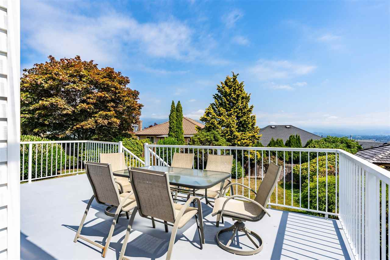 Photo 10: Photos: 2768 WESTLAKE Drive in Coquitlam: Coquitlam East House for sale : MLS®# R2396753