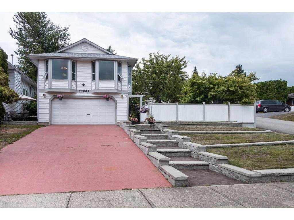 Main Photo: 33089 MYRTLE AVENUE in Mission: Mission BC House for sale : MLS®# R2412063