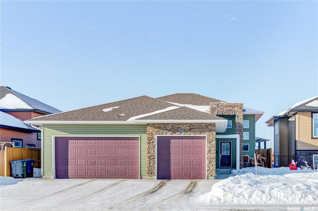 Main Photo: 946 Stony Crescent in Martensville: Residential for sale : MLS®# SK838783