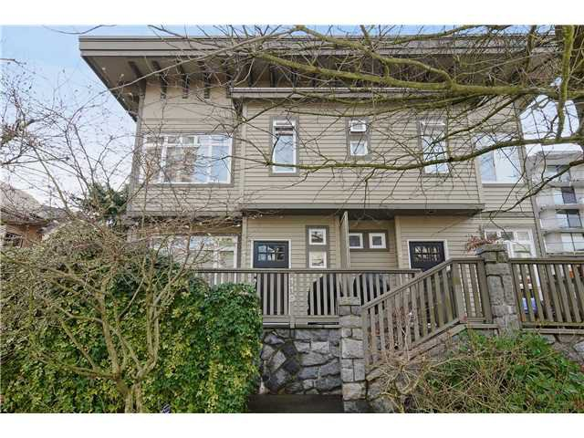 "Main Photo: 1 119 E 6TH Street in North Vancouver: Lower Lonsdale Townhouse for sale in ""CARRIAGE GATE LANE"" : MLS®# V1049738"