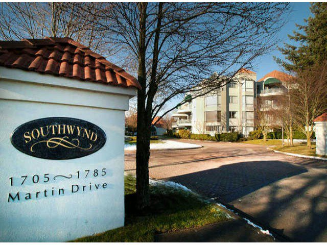 "Main Photo: 403 1765 MARTIN Drive in Surrey: Sunnyside Park Surrey Condo for sale in ""SOUTHWYND"" (South Surrey White Rock)  : MLS®# F1415442"