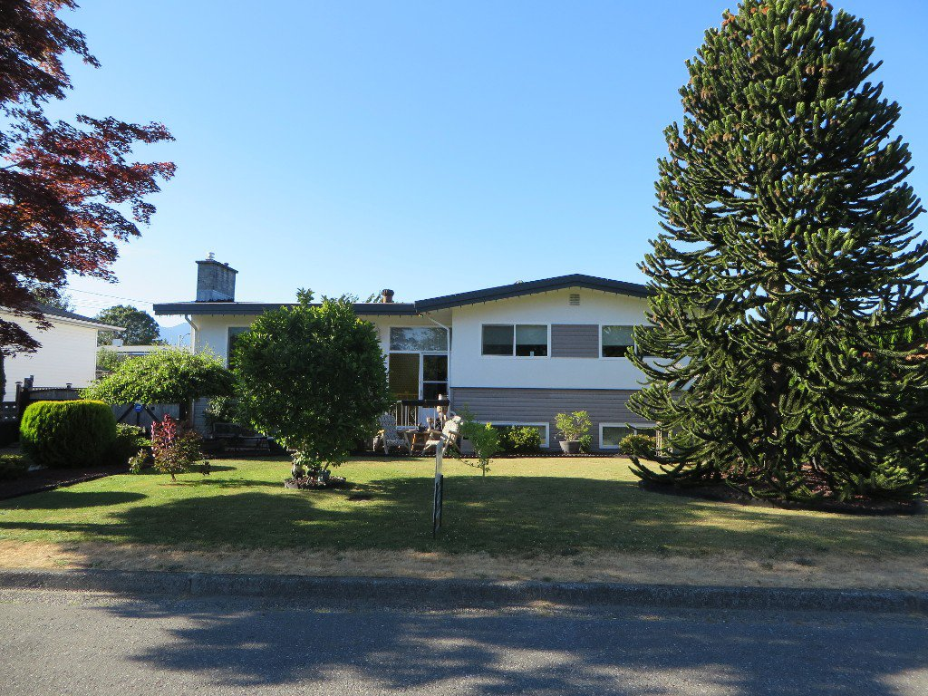 Photo 2: Photos: 45365 WESTVIEW Avenue in Chilliwack: Chilliwack W Young-Well House for sale : MLS®# H2152557