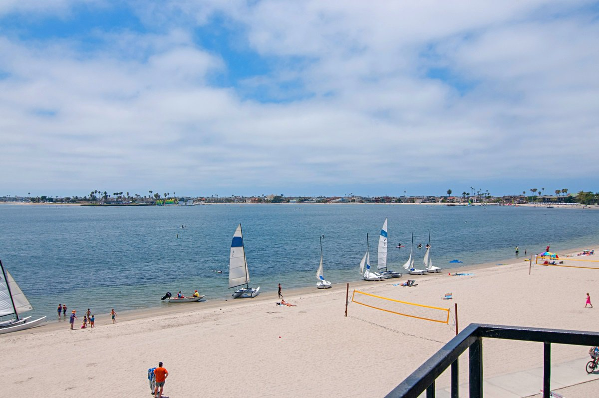 Main Photo: PACIFIC BEACH Condo for sale : 2 bedrooms : 1235 Parker Place #3E in San Diego