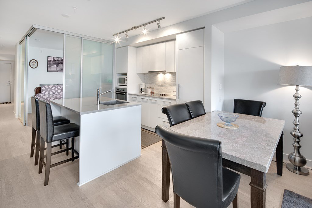 """Main Photo: 202 2468 BAYSWATER Street in Vancouver: Kitsilano Condo for sale in """"Bayswater"""" (Vancouver West)  : MLS®# R2161858"""