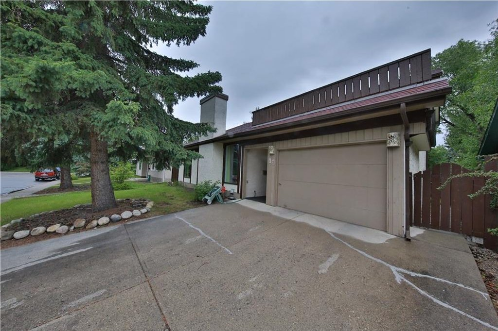 Main Photo: 12 Oakvale PL SW in Calgary: Oakridge House for sale : MLS®# C4125532