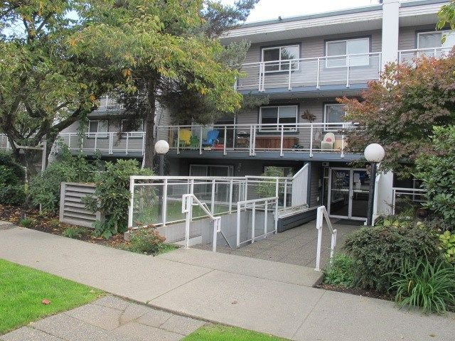 Photo 1: Photos: 211 550 ROYAL Avenue in New Westminster: Downtown NW Condo for sale : MLS®# R2309641