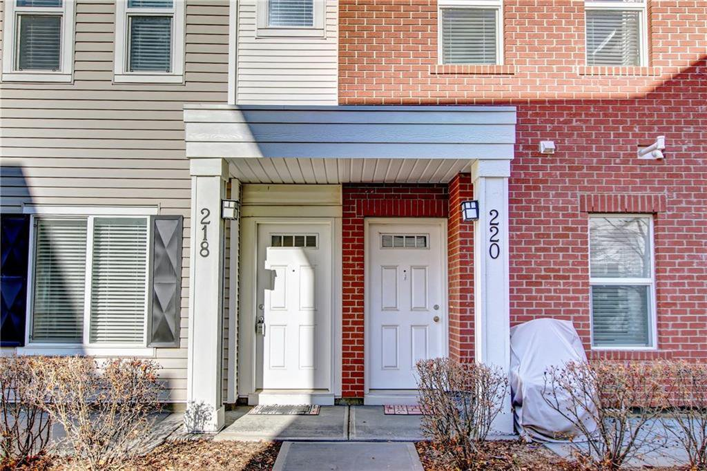 Main Photo: 218 SILVERADO Common SW in Calgary: Silverado Row/Townhouse for sale : MLS®# C4211286