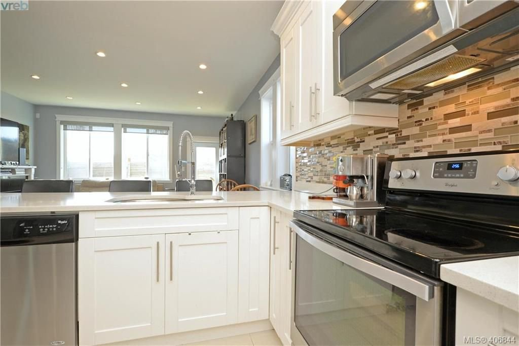 Photo 9: Photos: 3346 Turnstone Dr in VICTORIA: La Happy Valley House for sale (Langford)  : MLS®# 808542