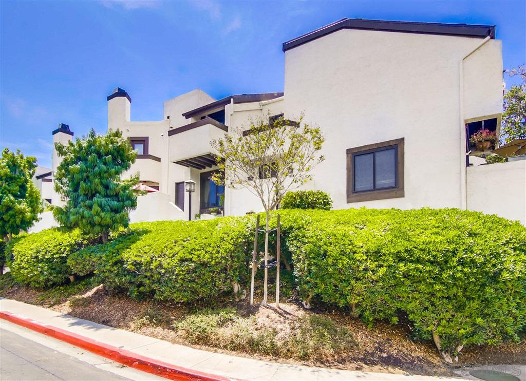 Main Photo: POINT LOMA Townhome for sale : 2 bedrooms : 2282 Caminito Pajarito #155 in San Diego