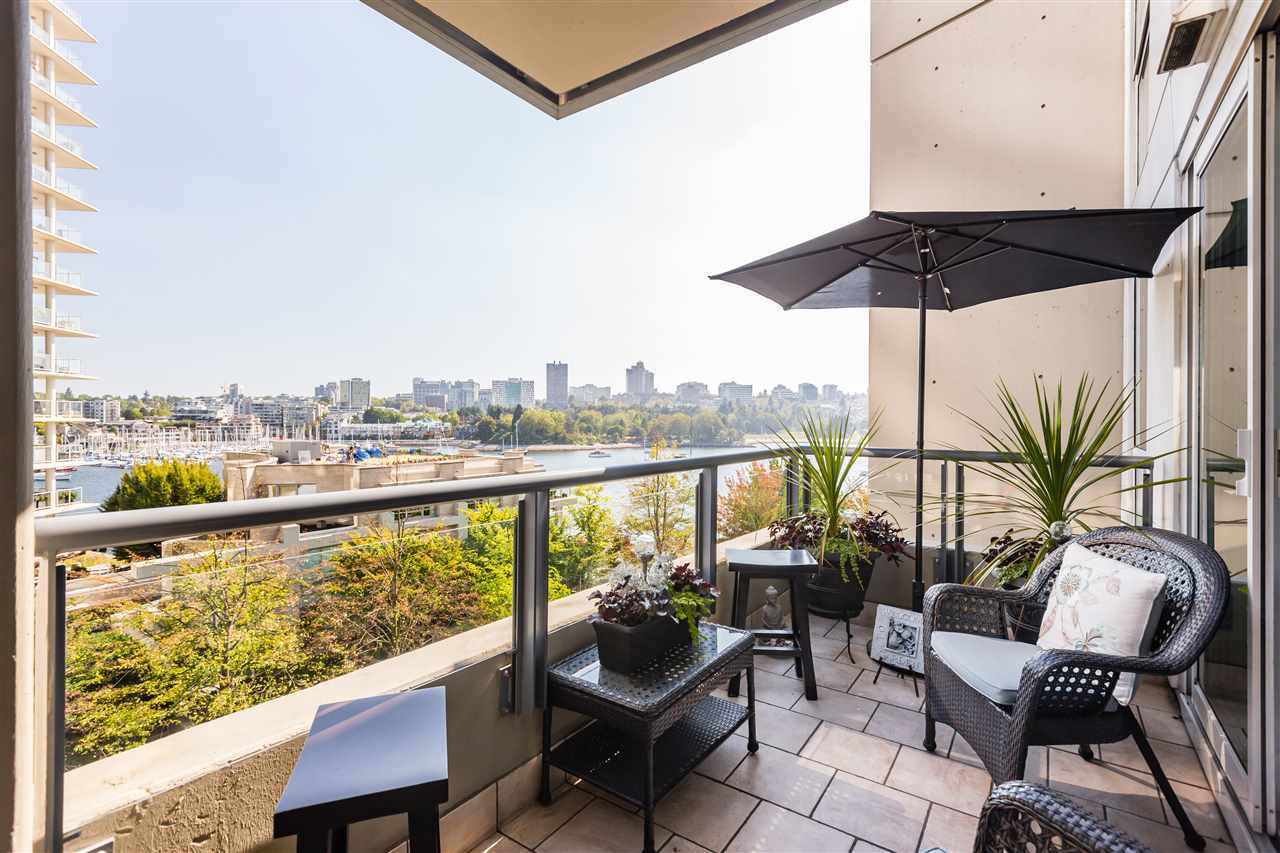 """Main Photo: 607 1383 MARINASIDE Crescent in Vancouver: Yaletown Condo for sale in """"COLUMBUS"""" (Vancouver West)  : MLS®# R2411625"""