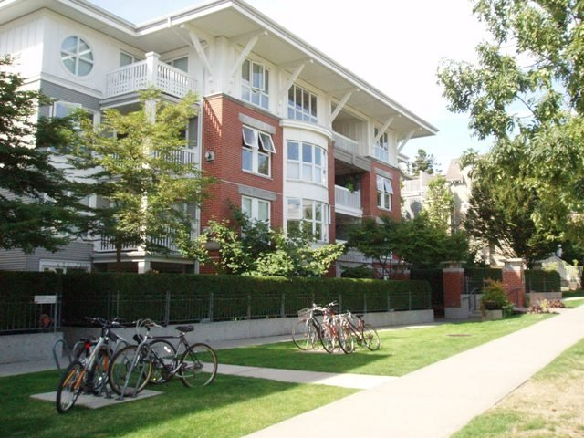 Main Photo: 308 1868 West 5th Avenue in Greenwich on 5th: Kitsilano Home for sale ()