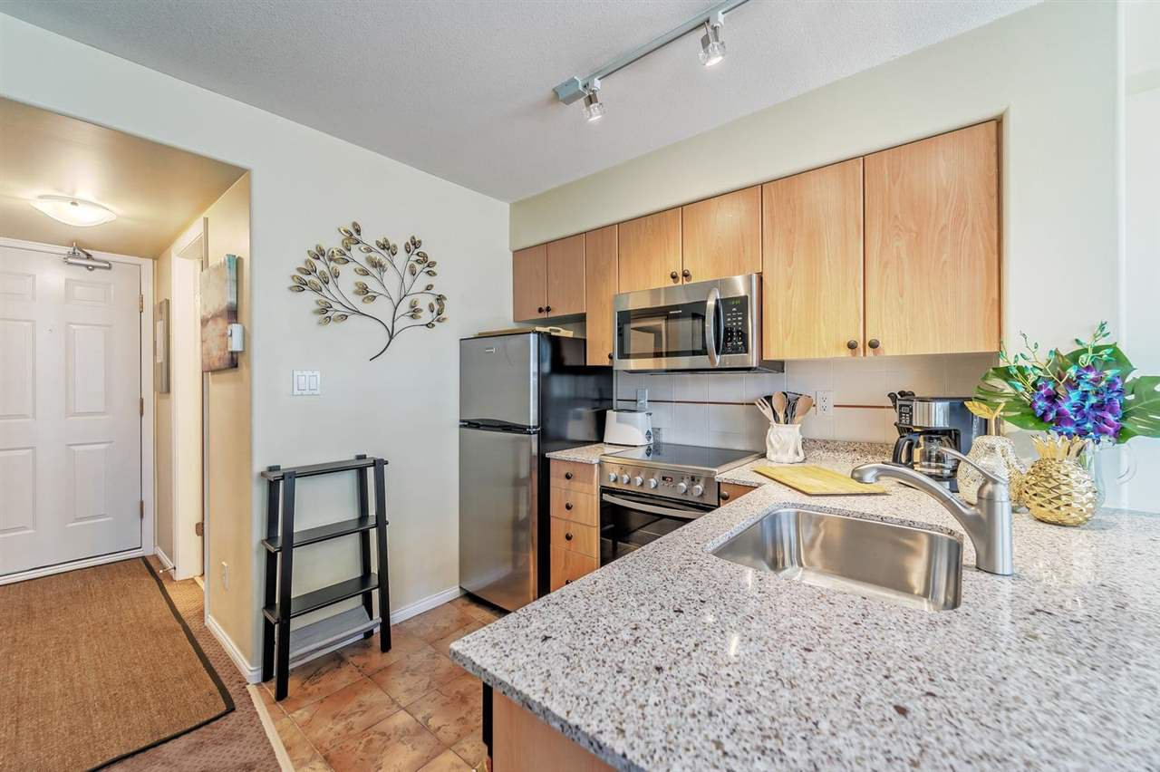 """Main Photo: 311 910 BEACH Avenue in Vancouver: Yaletown Condo for sale in """"Meridian"""" (Vancouver West)  : MLS®# R2449124"""