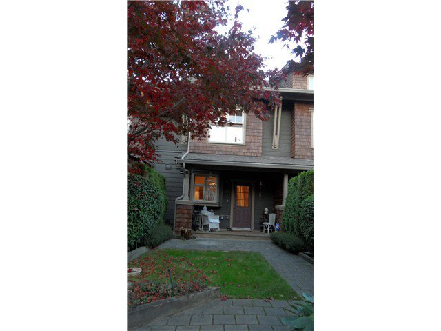 "Main Photo: # 226 600 PARK CR in New Westminster: GlenBrooke North Townhouse for sale in ""ROYCROFT"" : MLS®# V1032836"