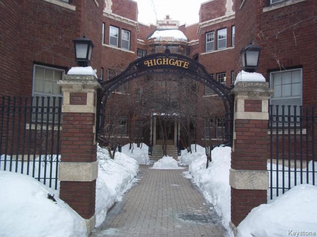 Main Photo: 626 Wardlaw Avenue in WINNIPEG: Fort Rouge / Crescentwood / Riverview Condominium for sale (South Winnipeg)  : MLS®# 1404442