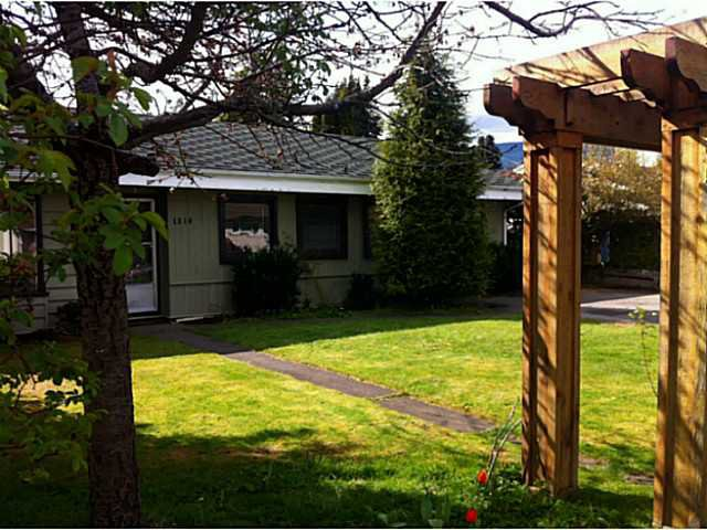 Main Photo: 1319 OAKWOOD Crescent in North Vancouver: Norgate House for sale : MLS®# V1060808