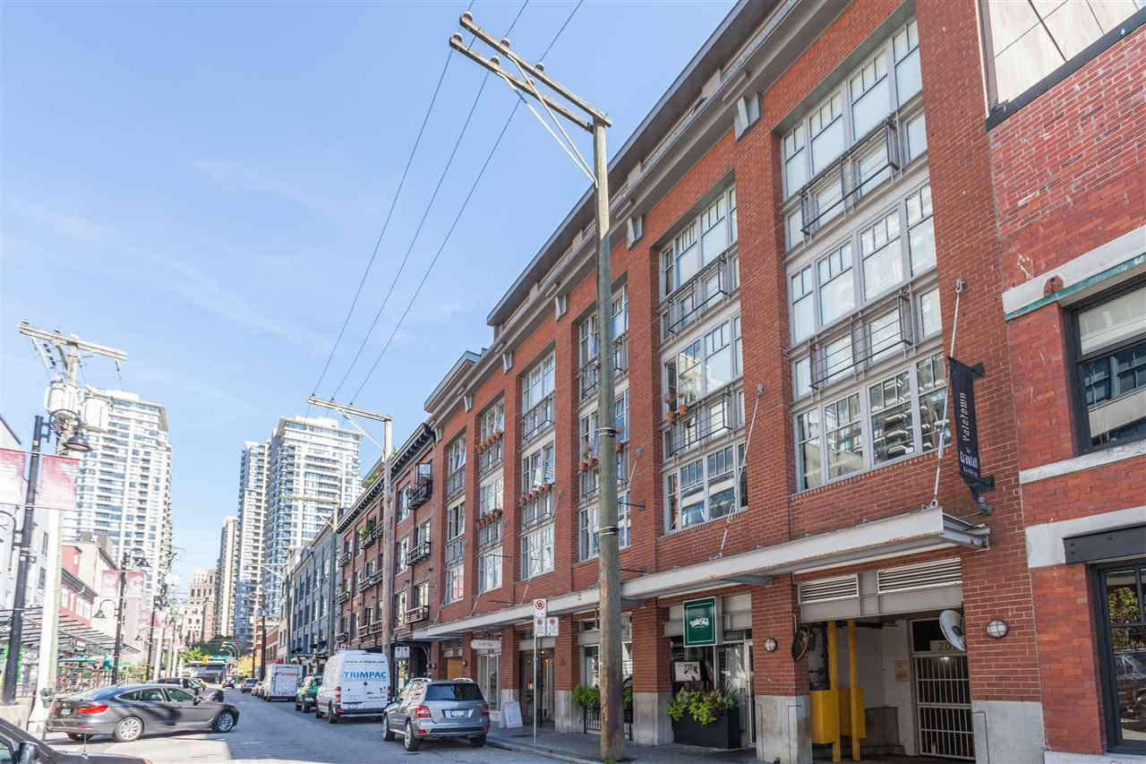 "Main Photo: 405 1072 HAMILTON Street in Vancouver: Yaletown Condo for sale in ""THE CRANDALL"" (Vancouver West)  : MLS®# R2109707"