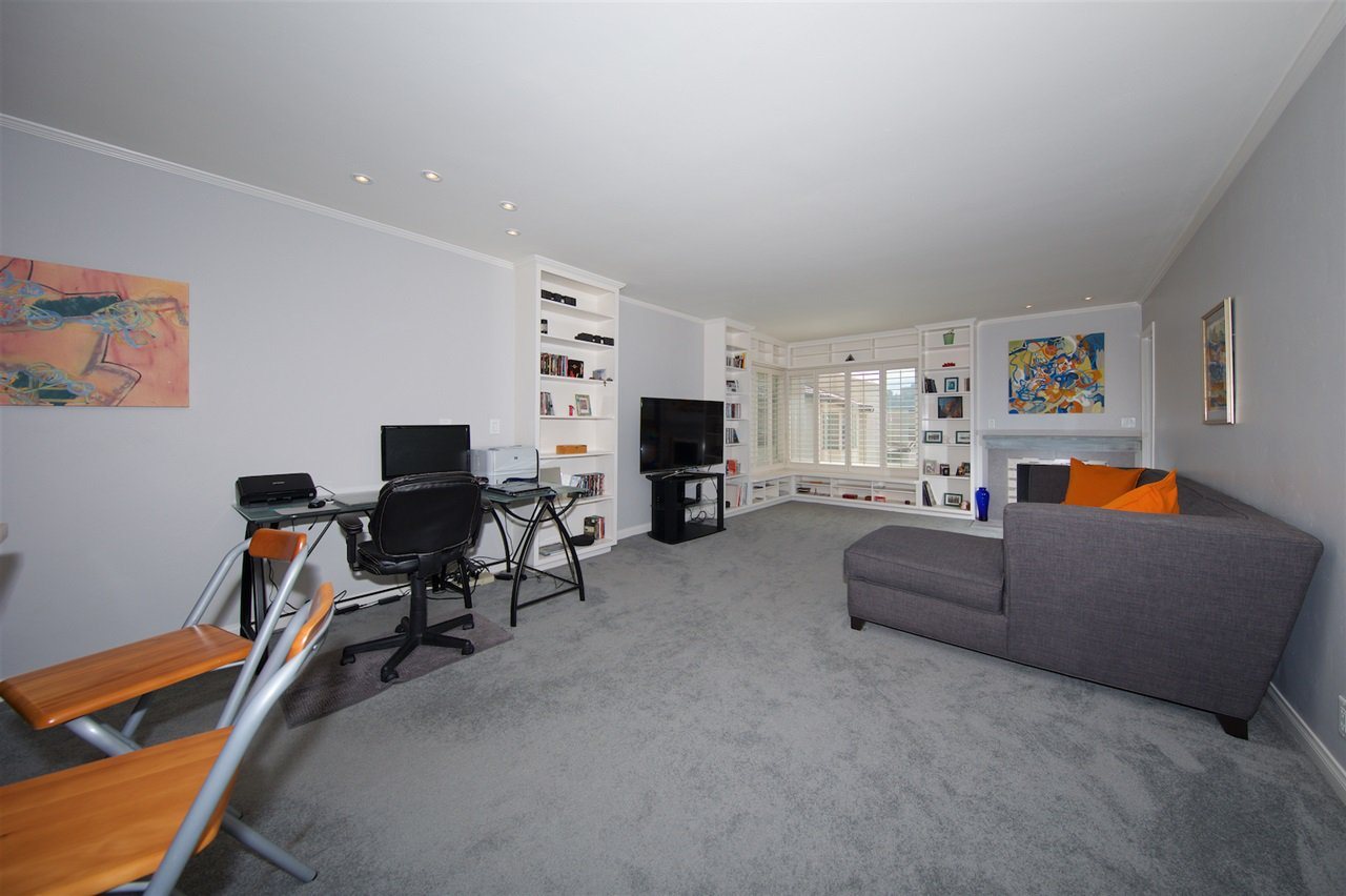 Photo 4: Photos: SAN DIEGO Condo for sale : 1 bedrooms : 6717 Friars Road #92