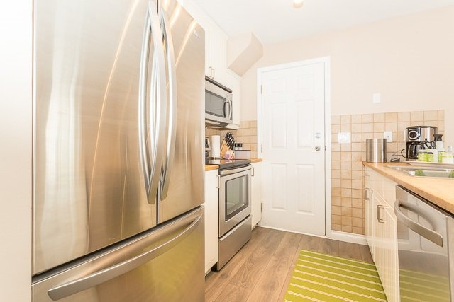 """Photo 3: Photos: 49 12099 237 Street in Maple Ridge: East Central Townhouse for sale in """"GABRIOLA"""" : MLS®# R2153314"""