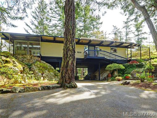 Main Photo: 4513 Edgewood Place in VICTORIA: SE Broadmead Single Family Detached for sale (Saanich East)  : MLS®# 377460