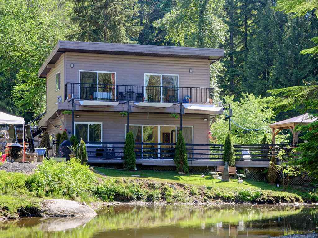 Main Photo: 32517 DEWDNEY TRUNK Road in Mission: Mission BC House for sale : MLS®# R2189308