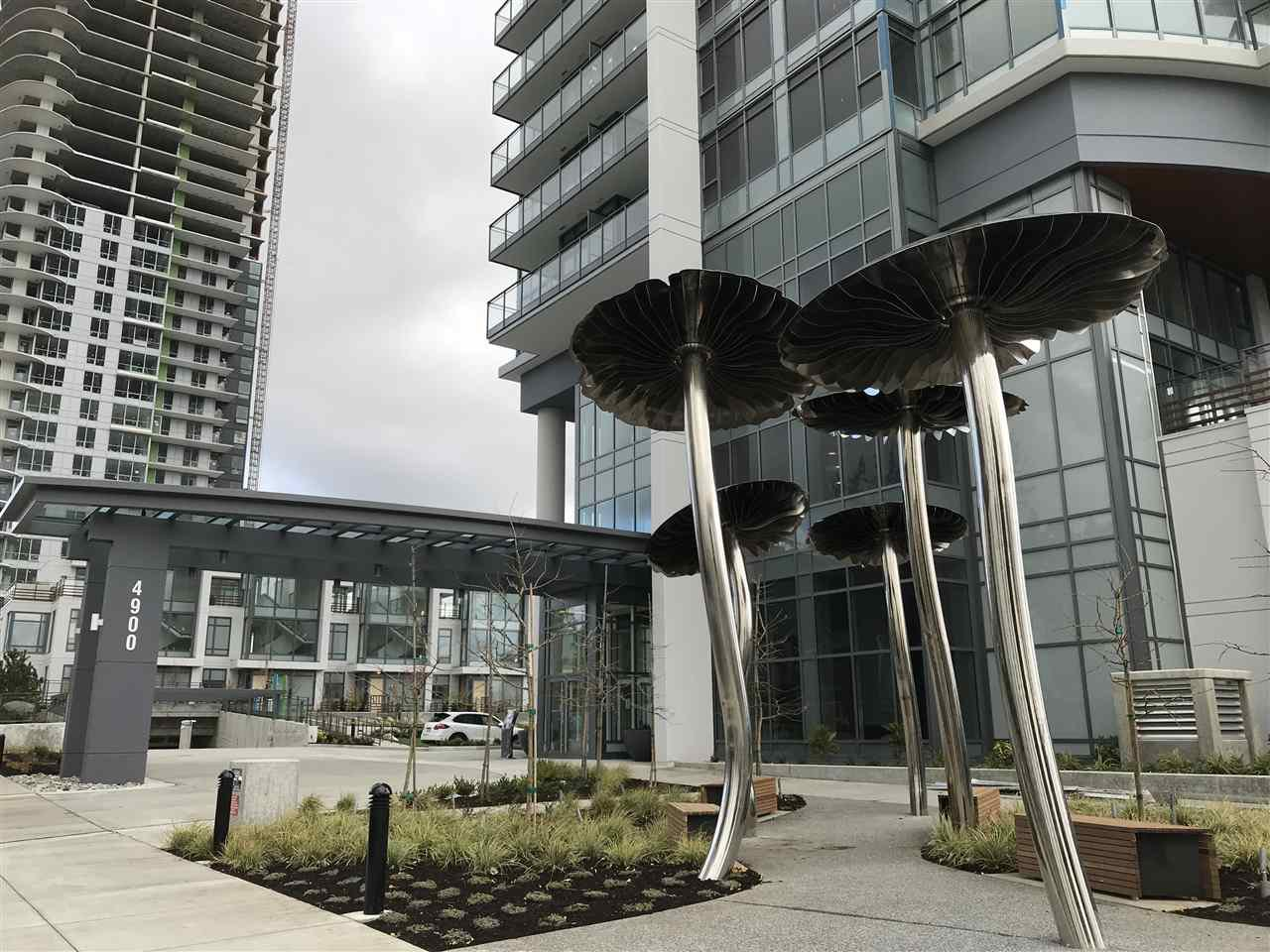 """Main Photo: 604 4900 LENNOX Lane in Burnaby: Metrotown Condo for sale in """"PARK METROTOWN"""" (Burnaby South)  : MLS®# R2222258"""