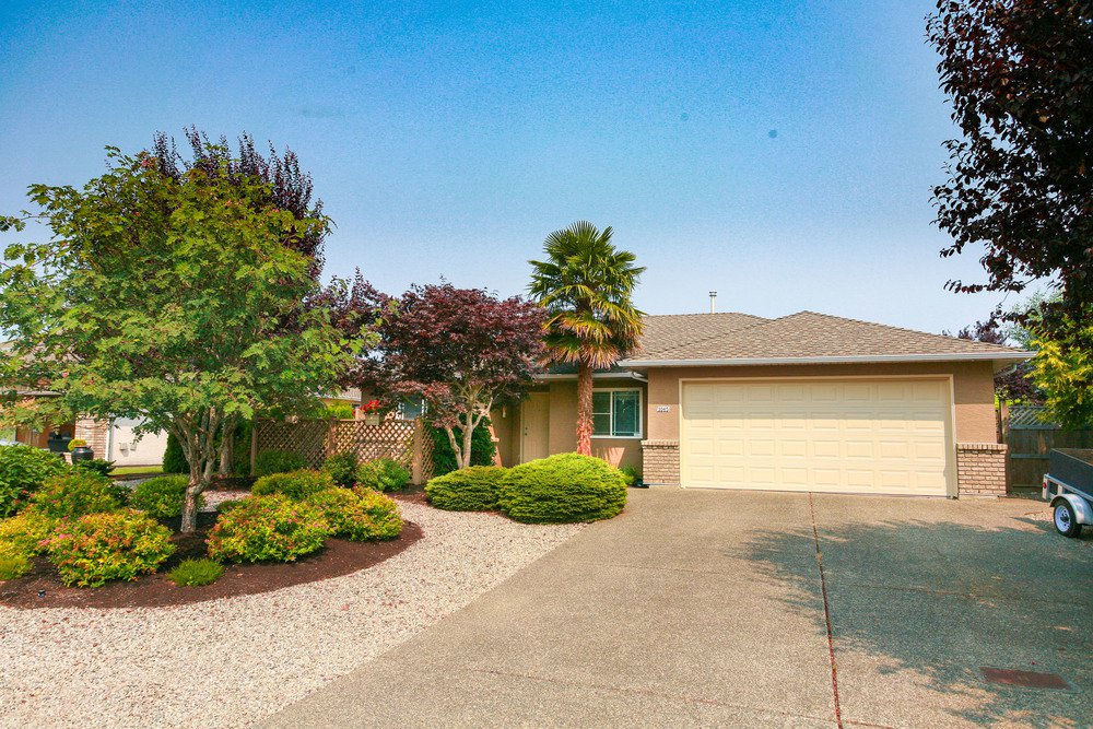 Main Photo: 1065 Sunrise Dr in Chartwell: House for sale : MLS®# 429059