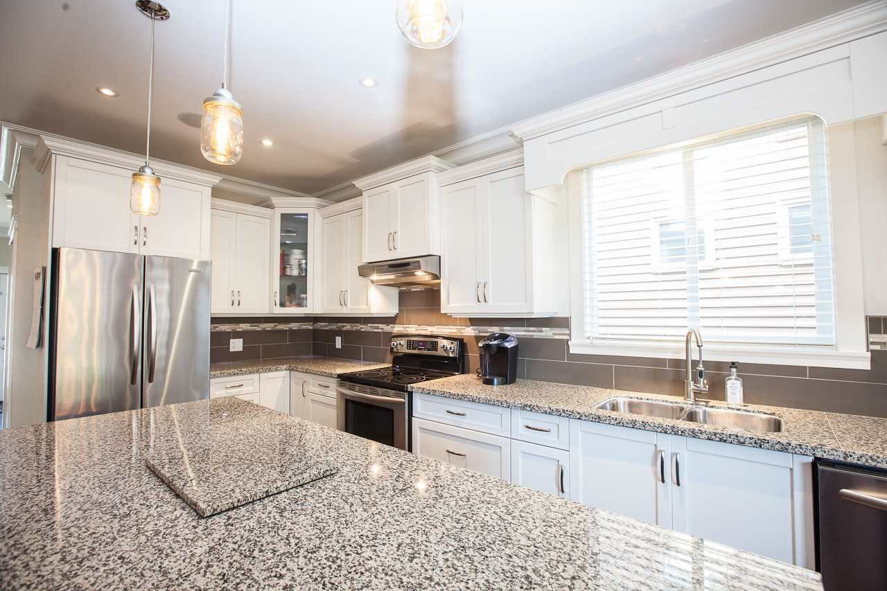Photo 3: Photos: 14833 59A Avenue in Surrey: Sullivan Station House for sale : MLS®# R2305431