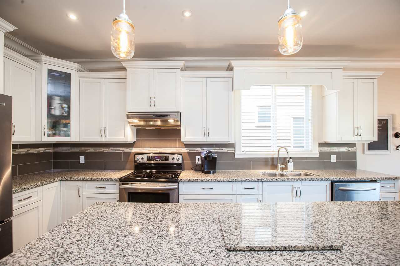 Photo 4: Photos: 14833 59A Avenue in Surrey: Sullivan Station House for sale : MLS®# R2305431