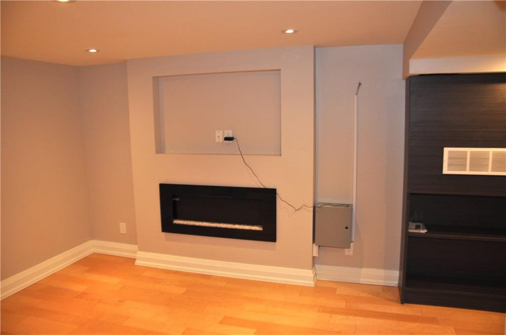 Photo 12: Photos: 6 1382 OLGA Drive in Burlington: Residential for lease : MLS®# H4051359