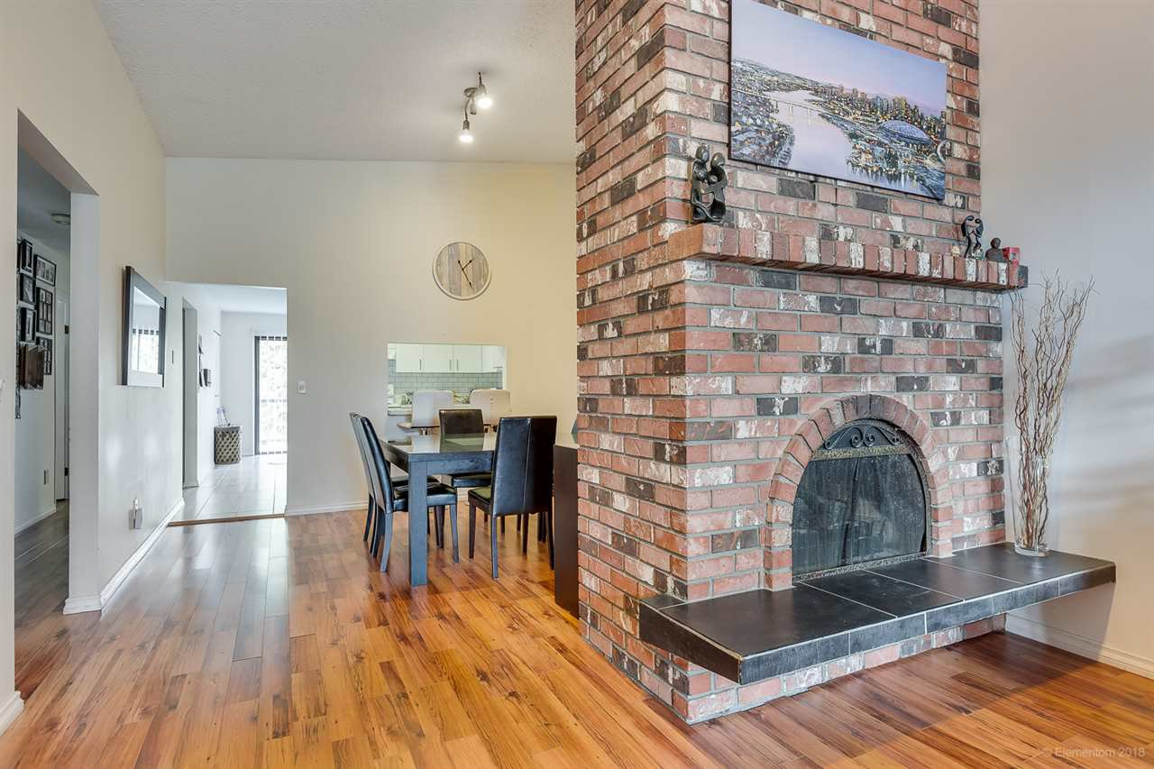 Photo 3: Photos: 2665 EAGLERIDGE Drive in Coquitlam: Eagle Ridge CQ 1/2 Duplex for sale : MLS®# R2383263