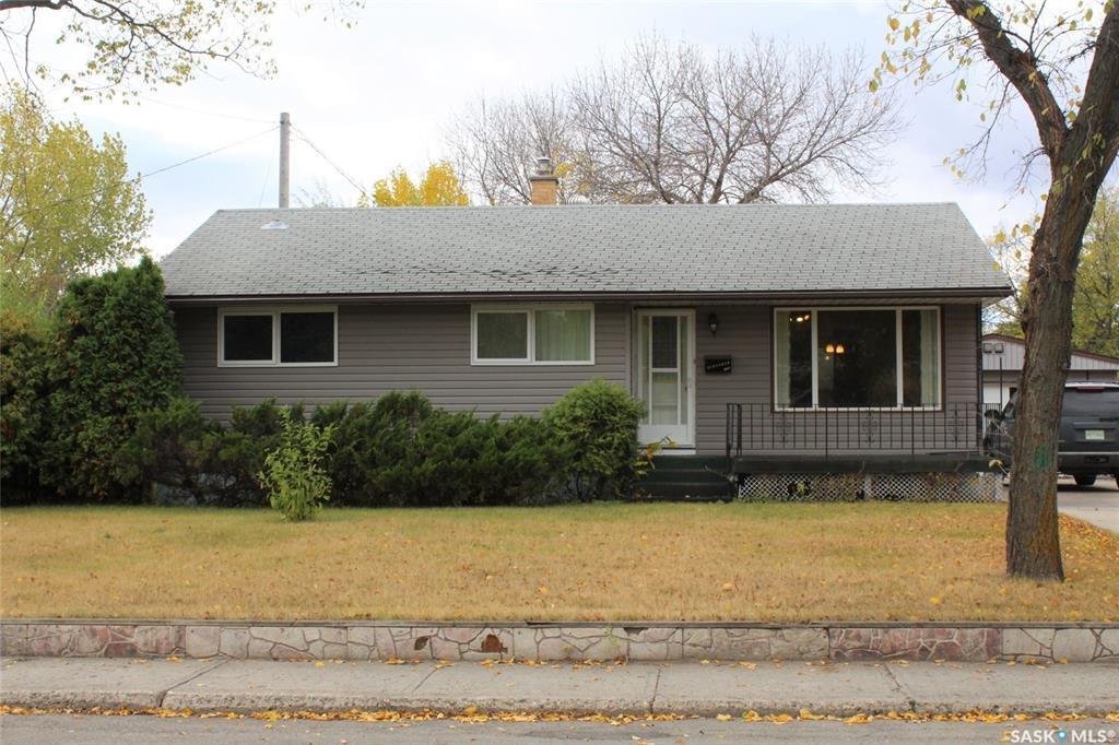 Main Photo: 1103 Hudson Road in Estevan: Pleasantdale Residential for sale : MLS®# SK788026
