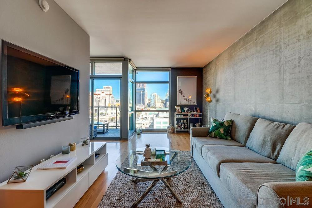 Main Photo: DOWNTOWN Condo for sale : 1 bedrooms : 800 The Mark Ln #1503 in San Diego