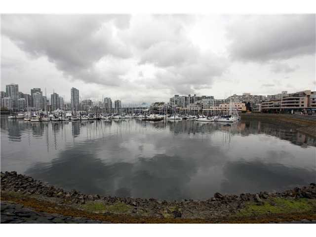 "Main Photo: 824 MILLBANK in Vancouver: False Creek Townhouse for sale in ""HEATHER POINT"" (Vancouver West)  : MLS®# V886273"